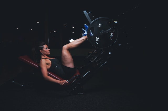 leg-press-woman-fitness